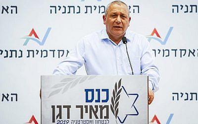 L'ancien chef d'état-major Gadi Eizenkot durant une conférence à Netanya, le 18 mars 2019. (Crédit : Flash90)