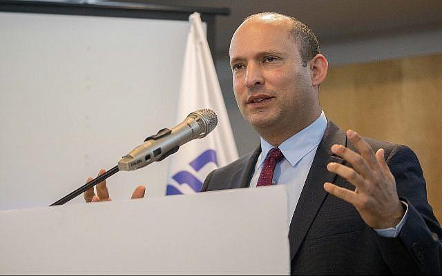 Le ministre de l'Education Naftali Bennett lors d'une conférence de presse de son parti HaYamin HaHadash à Ashdod, le 26 mars 2019 (Crédit :  Yonatan Sindel/Flash90)
