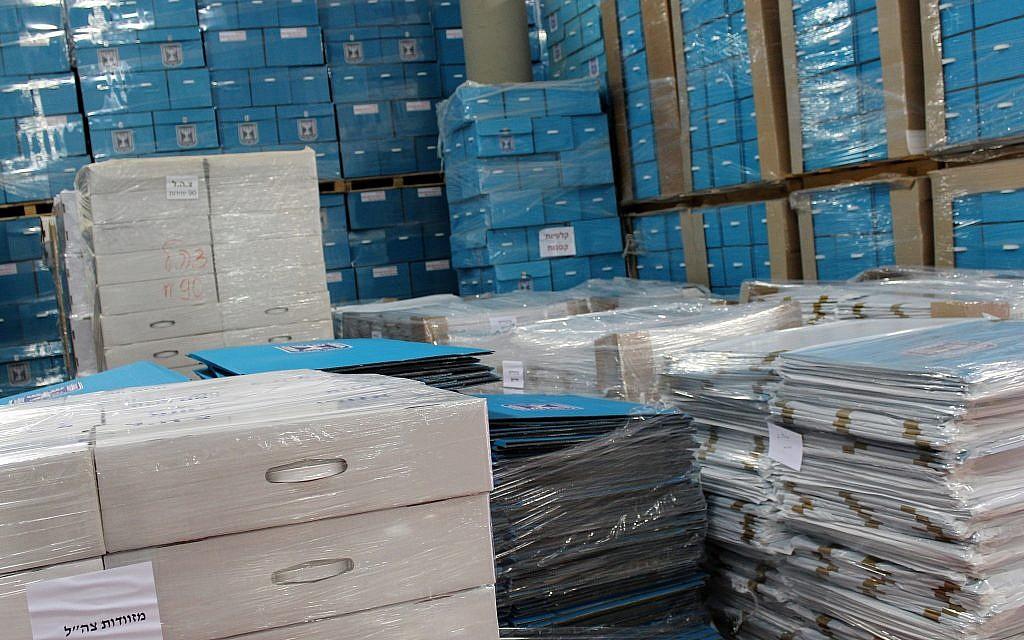 Le matériel de vote de la commission centrale électorale sera envoyé aux bureaux de vote avant le jour du scrutin, le 6 mars 2019. (Raoul Wootliff/Times of Israel)