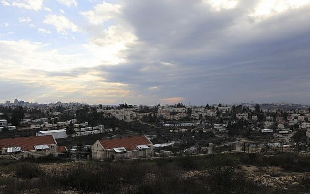 Vue sur Beit El (Crédit : AP/Tsafrir Abayov)