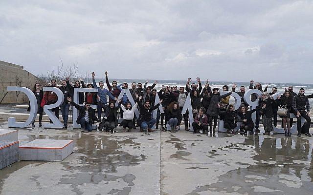 Les 45 entrepreneurs du second cycle de Starting Up Togetherau centre Peres pour la paix et l'innovation, le 28 février 2019 (Crédit : Roei Hirsch)