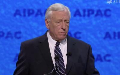 Steny Hoyer prend la parole à la conférence politique de l'AIPAC, le 24 mars 2019. (Capture d'écran AIPAC)