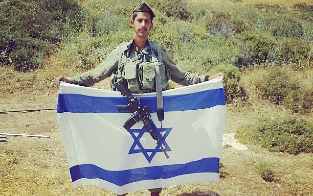 Le parachutiste Evyatar Yosefi, 20 ans, noyé durant un exercice dans le nord d'Israël, le 7 janvier 2018 (Crédit :  Facebook)
