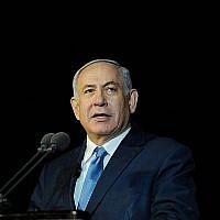 Le Premier ministre Benjamin Netanyahu s'exprime lors d'une cérémonie de fin de formation pour des cadets de la marine israélienne à Haïfa, le 6 mars 2019 (Crédit : Meir Vaknin/Flash90)