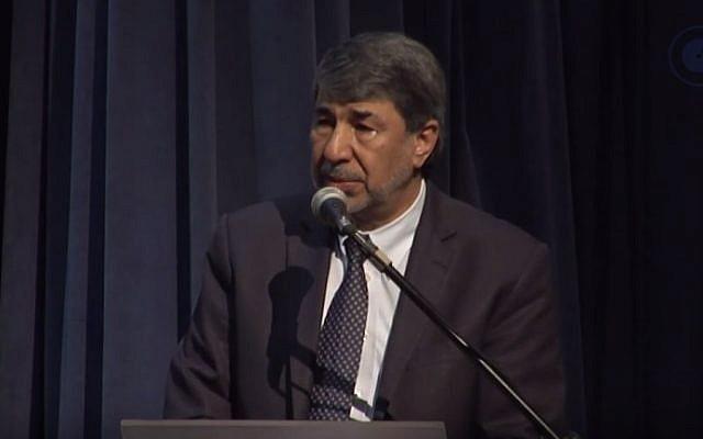 L'ambassadeur de l'Autorité palestinienne au Brésil, Ibrahim Alzeben (Crédit : capture d'écran YouTube)