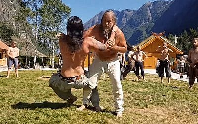 """Le Glima, art martial nordique appelé également """"lutte à la ceinture"""" (Capture d'écran via YouTube)"""