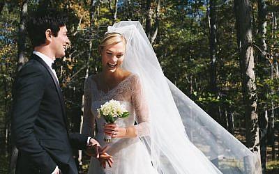 Josh Kushner et Karlie Kloss à leur mariage,(Karlie Kloss/Twitter via JTA)