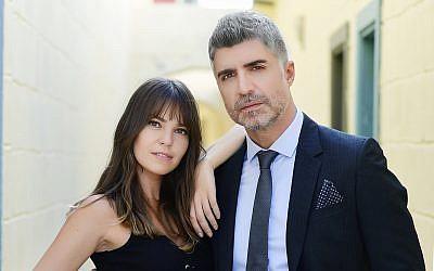 Ozcan Deniz (D) et Alsi Enver, stars de la série télévisée Istanbullu Gelin. (Crédit : autorisation)