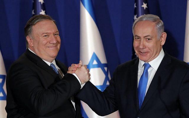 Le Premier ministre Benjamin Netanyahu (à droite) accueille le Secrétaire d'État américain Mike Pompeo dans sa résidence à Jérusalem, le 21 mars 2019. (Jim Young/Pool/AFP)