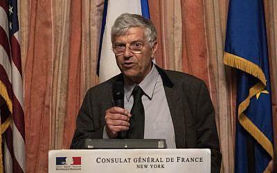 Michel Vernay héritier d'un tableau volé par les nazis, à la restitution à New York, le 1 er avril 2019. (Crédit : Don Emmert / AFP)