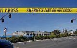 La synagogue Habad de Poway, en Californie, après une fusillade, le 27 avril 2019 (Crédit : SANDY HUFFAKER / AFP)