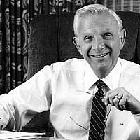 Henry Bloch en 1980. (Crédit : famille Bloch via JTA)