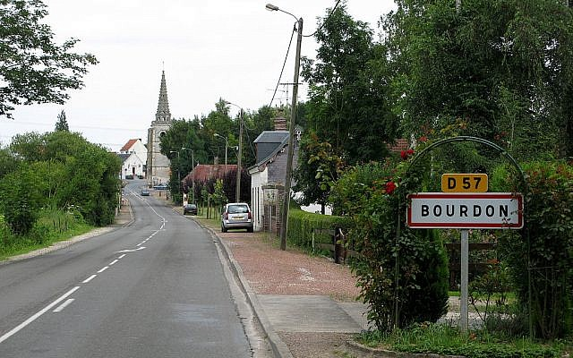 L'entrée dans la commune de Bourdon. (Crédit photo : CC BY-SA 3.0 / Wikipedia)