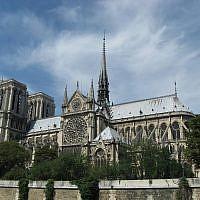 Vue de la cathédrale Notre-Dame de Paris depuis la Seine, en juillet 2008. (Wikipedia / Madhurantakam / CC BY-SA)