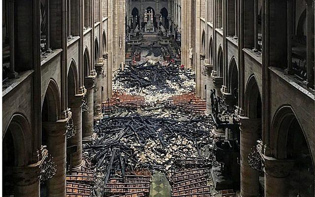 L'intérieur de la cathédrale Notre-Dame, le 16 avril 2019. (AFP)
