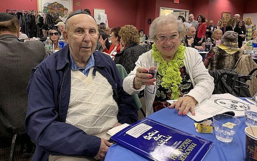 Tibor, à gauche, et son épouse Livia Horovitz, survivants de la Shoah originaires de Hongrie. (Crédit : Josefin Dolsten)