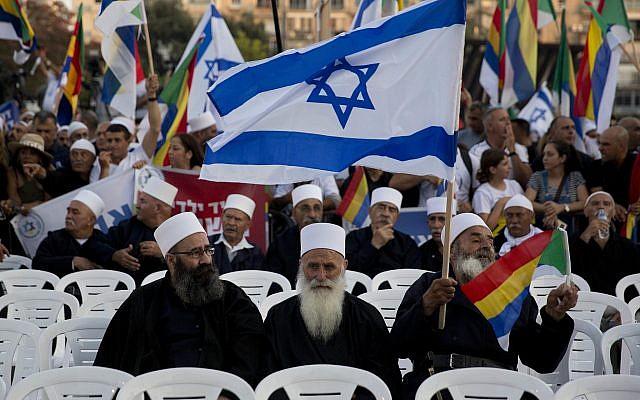 Des Israéliens de la communauté druze participent à une manifestation contre la loi de l'Etat-nation d'Israël à Tel Aviv, le samedi 4 août 2018. (AP Photo/Sebastian Scheiner)