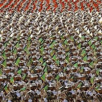 Les membres des Gardiens de la Révolution durant une parade militaire au mausolée de l'Ayatollah Khomeini, en périphérie de Téhéran,le 22 septembre 2019. (Crédit : AP/ Ebrahim Noroozi)
