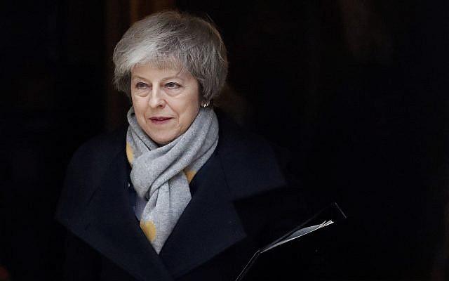 La Première ministre Theresa May quitte une rencontre du cabinet au 10, Downing Street à Londres, le 15 janvier 2019 (Crédit :  AP Photo/Frank Augstein)