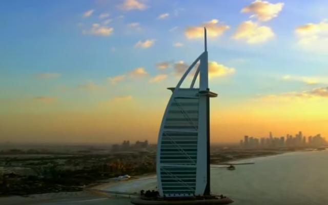 Un des plus hauts gratte-ciel de Dubaï (Crédit : capture d'écran YouTube)