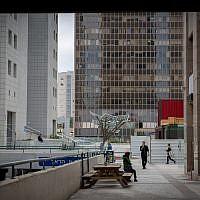 Illustration: Des immeubles de bureaux à Ramat Gan (Crédit :  Miriam Alster/FLASH90)