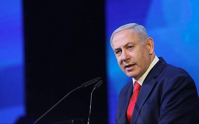 Le Premier ministre Benjamin Netanyahu lors d'un événement en hommage aux familles des soldats israéliens tués sur le front, le 14 avril 2019 (Crédit : Noam Revkin Fenton/Flash90)
