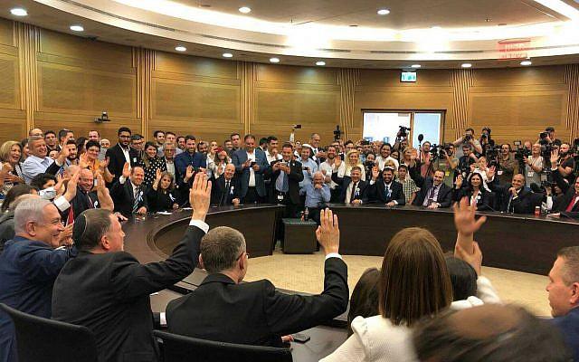 Les députés du Likud votent pour la reconduction du mandat de Yuli Edelstein à la présidence de la Knesset, le 30 avril 2019. (Crédit : Raoul Wootliff/Times of Israel)