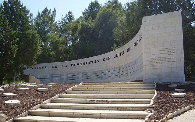 Le Mémorial de la déportation des Juifs de France de Roglit. (Crédit photo : Wikipédia/Domaine public)
