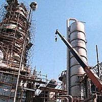 Une raffinerie pétrolière à Téhéran (Crédit : AP/file)
