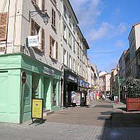 La rue du Maréchal Foch, à Roanne (Loire). (Crédit photo : Wikipédia / CC BY-SA 3.0)