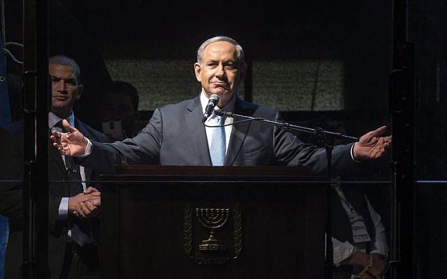 Le Premier ministre Benjamin Netanyahu s'exprime lors d'un meeting de campagne à la place Rabin de Tel Aviv, le 15 mars 2015. (AFP/Jack Guez)