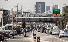 Des bouchons sur l'autoroute Ayalon de Tel Aviv, le 18 juin 2012.  (Uri Lenz/FLASH90)