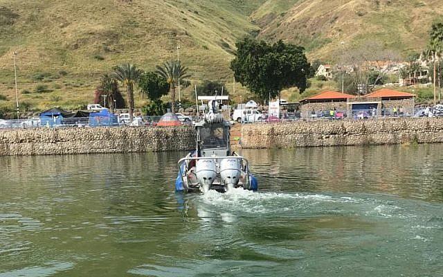 La police maritime conduit des recherche pour retrouve run adolescent disparu dans le Lac de Tibériade le 25 avril 2019. (Unité de porte-parole de la police)