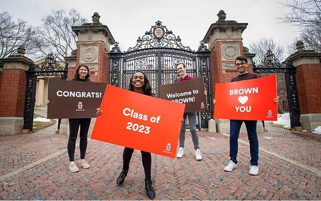 Des étudiants de Brown Université accueillent les nouveaux étudiants 2019. (Crédit : Brown Université)
