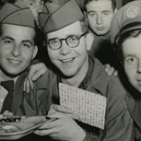 Des soldats américains célèbrent Pessah à Séoul en Corée en 1952. (Société de l'histoire juive américaine)