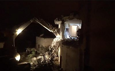 L'armée détruit l'habitation d'un terroriste palestinien accusé d'une fusillade en Cisjordanie, le 17 avril 2019 (Crédit : Unité du porte-parole de l'armée)