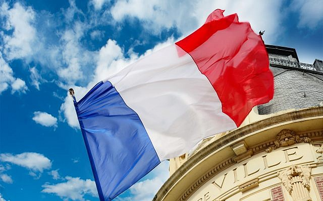 Un drapeau de la France. (Crédit : Connel_Design via iStock)