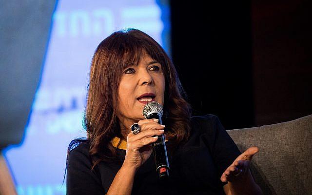 La journaliste israélienne Rina Matsliah photographiée lors d'une conférence au Jerusalem International Convention Center (ICC), le 3 septembre 2018. (Yonatan Sindel/Flash90)