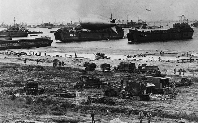 (ARCHIVES) Les troupes américaines débarquent sur les plages de Normandie, le 6 juin 1944. (Crédit : AFP)