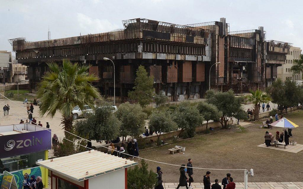 Les ruines de la bibliothèque du quartier de Faysaliyah, à Mossoul, le 17 avril 2019. (Crédit : Zaid AL-OBEIDI / AFP)