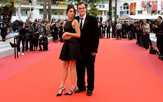 Le réalisateur américain Quentin Tarantino et sa femme, la chanteuse israélienne Daniella Pick, au festival de Cannes, le 18 mai 2019. (Crédit photo : Valery HACHE / AFP)