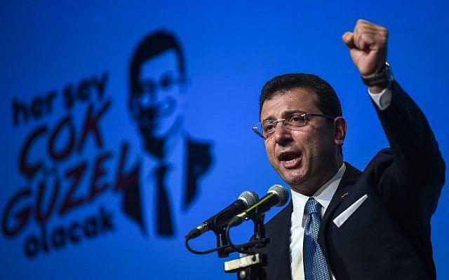 Le candidat de l'opposition turque aux élections municipales d'Istanbul Ekrem Imamoglu, en campagne, le 22 mai 2019. (Crédit : OZAN KOSE / AFP)