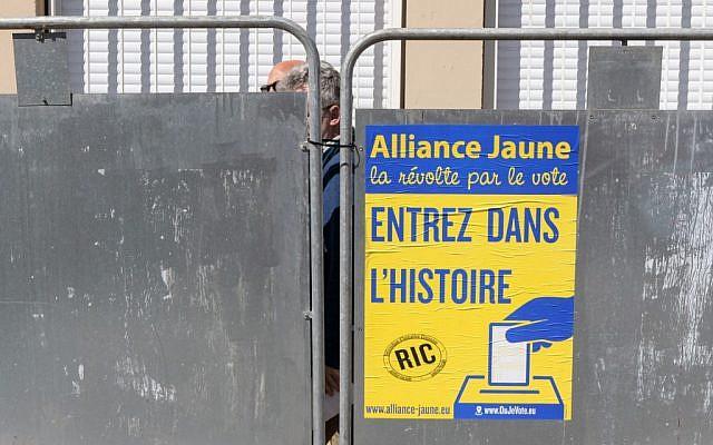 Une affiche électorale Alliance Jaune à Toulouse le 23 mai 2019. (Crédit :  PASCAL PAVANI / AFP)