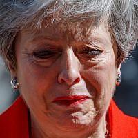 Le Premier ministre britannique Theresa May annonce sa démission, à Downing Street, à Londres, le 24 mai 2019. (Crédit : Tolga AKMEN / AFP)