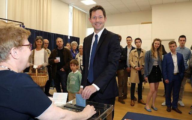 Francois-Xavier Bellamy, qui dirigeait la liste Les Républicains aux élections européennes, votant à Versailles le 26 mai 2019. (Crédit photo : JACQUES DEMARTHON / AFP)