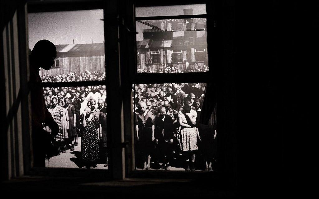 """L'expositi """"Auschwitz. Il n'y a pas si longtemps, pas si loin"""" au Museum of Jewish Heritage, le 2 mai 2019 à New York City. (Crédit : Spencer Platt/Getty Images/AFP)"""