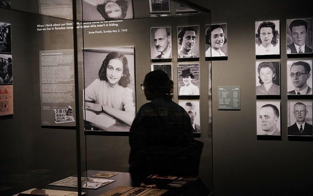 """Portraits de prisonniers juifs à l'exposition  """"Auschwitz. Il n'y a pas si longtemps, pas si loin"""" au Museum of Jewish Heritage, le 2 mai 2019 à New York City. (Crédit : Spencer Platt/Getty Images/AFP)"""