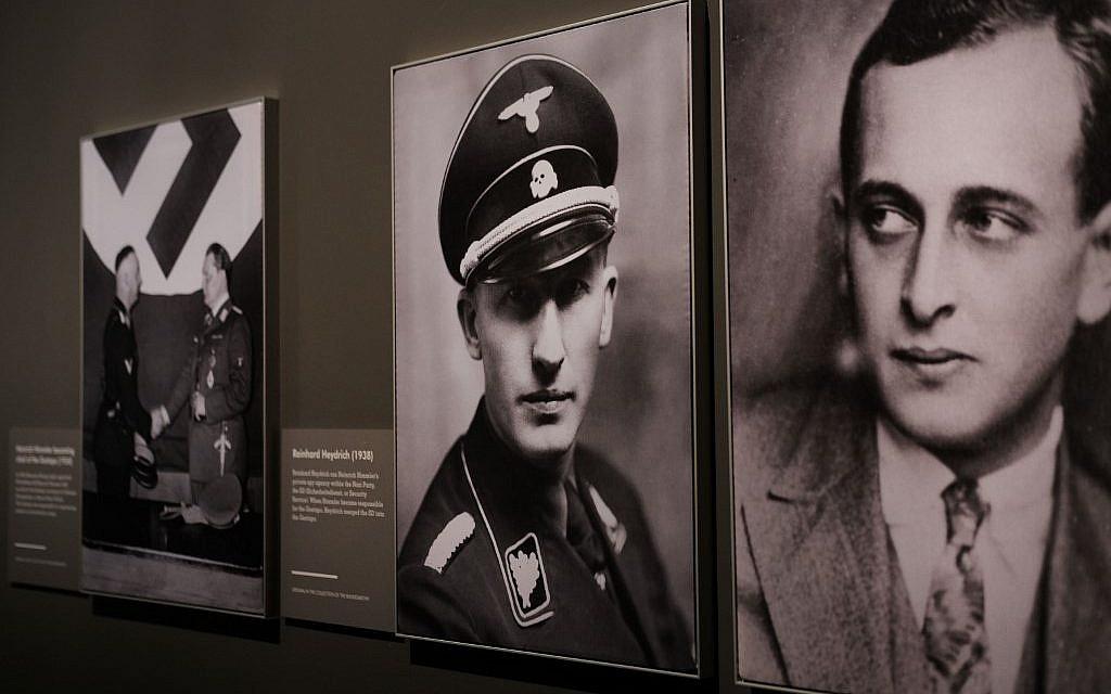 """Portraits de nazis à l'exposition  """"Auschwitz. Il n'y a pas si longtemps, pas si loin"""" au Museum of Jewish Heritage, le 2 mai 2019 à New York City. (Crédit : Spencer Platt/Getty Images/AFP)"""