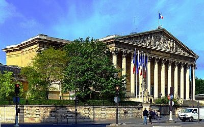 Lepalais Bourbon,vue duquai Anatole-France (Paris 7ème), qui abrite l'Assemblée nationale. (Crédit photo : Mbzt / Wikipédia / CC BY 3.0)