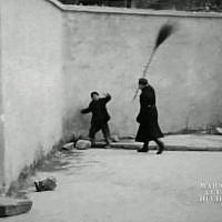 Image extraite d'un film inédit tourné en 1941 par un cinéaste amateur polonais au cœur du ghetto juif de Varsovie vient d'être présenté pour la première fois dans la capitale polonaise. (Crédit : AFPTV)